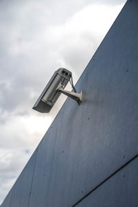 zamontowane na budynkach kamery w uk