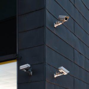 kamery w uk na budynkach
